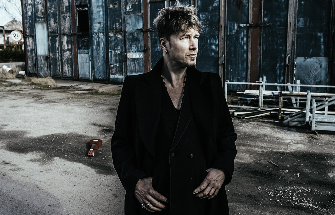 Stef Kamil Carlens, Next of Kin en Dylan LeBlanc naar Once In A Blue Moon